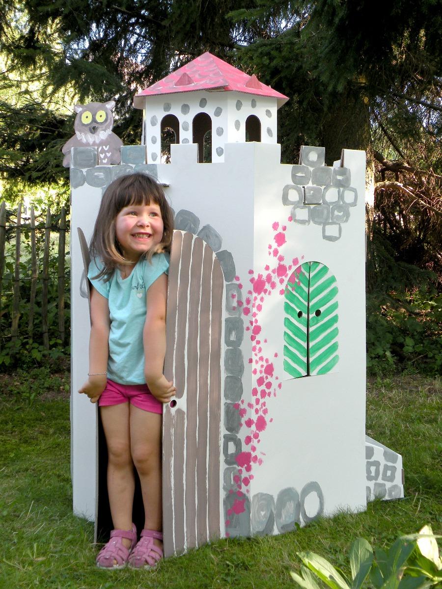 Großer Burgturm aus Pappe
